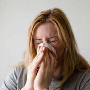 Chica con alergia